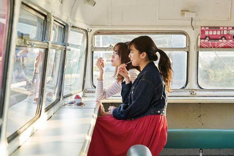Anda bisa melihat pemandangan Laut Genkai yang menawan dari lantai dua bus.