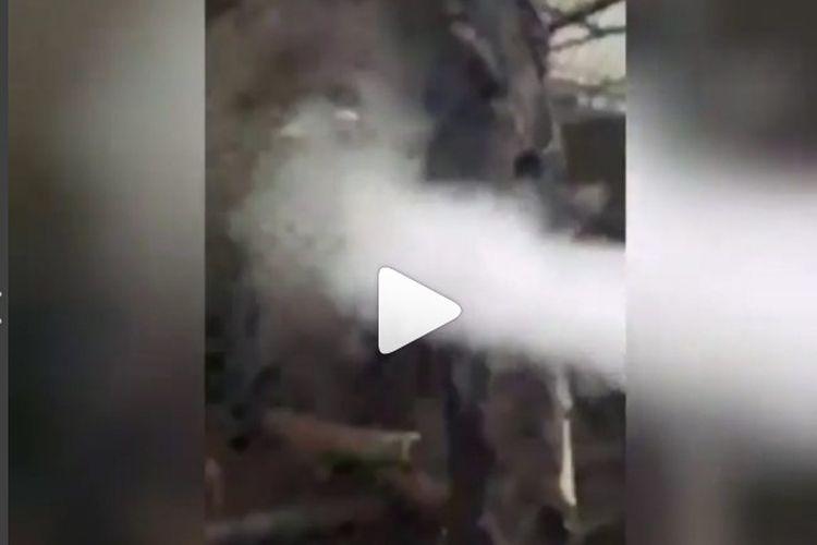 Kasus pengunjung Batu Secret Zoo menyemburkan asap vape ke primata hingga tersedak menjadi viral di media sosial, Senin (30/7/2018)