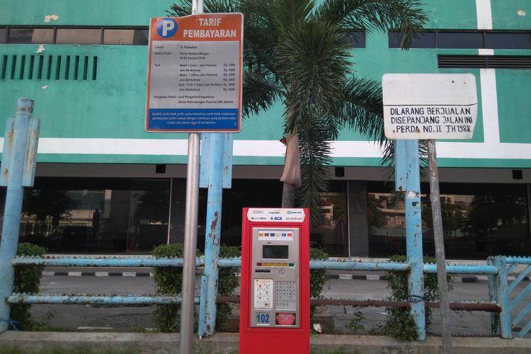 Mesin Parkir Elektrik di Kawasan Falatehan, Jakarta Selatan, (6/12/2017)