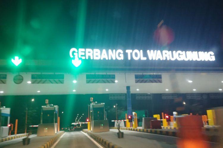 Gerbang Tol Warugunung menuju ke Surabaya.