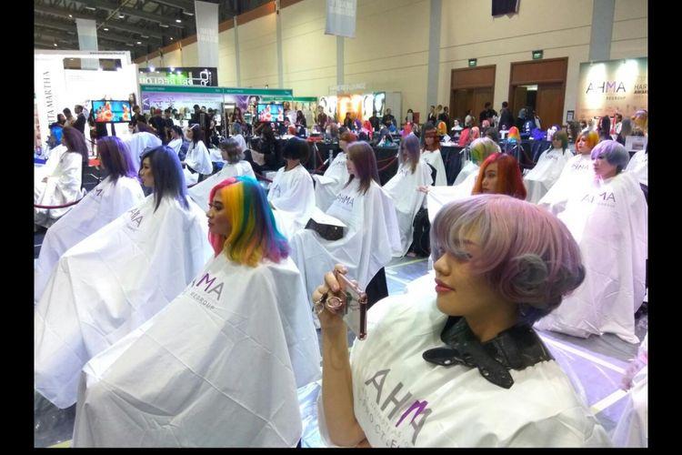 Para model yang akan dirombak dan dihias rambutnya dalam Cosmobeaute Indonesia 2017.