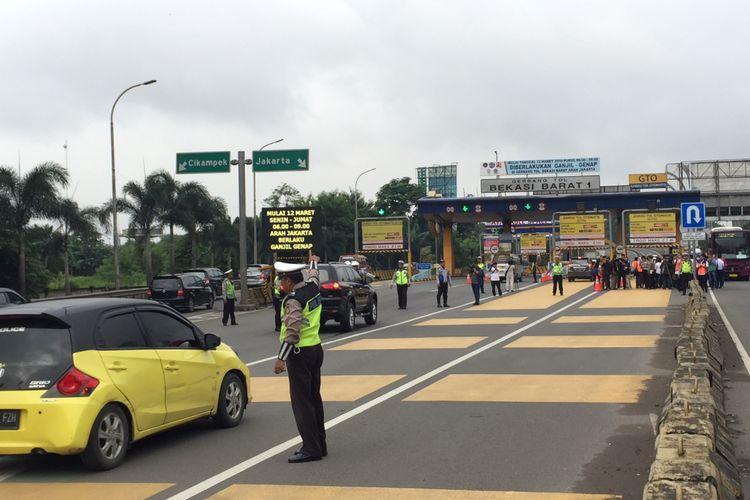 Kondisi Lalu Lintas di Gerbang Tol Bekasi Barat