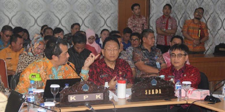 Pemerintah Provinsi Sulawesi Utara (Sulut) bersama Komisi Pemberantasan Korupsi (KPK) Republik Indonesia mengelar rapat koordinasi program pencegahan bidang optimalisasi penerimaan daerah di Kantor Gubernur Sulut, Kamis (14/02/2019).