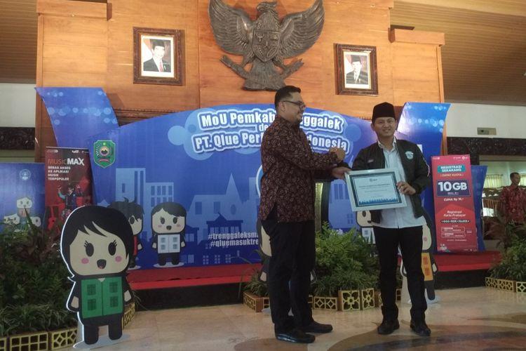 Plt. Bupati Trenggalek, Mochammad Nur Arifin, meresmikan penggunaan aplikasi Qlue di pendopo kabupaten, Kamis (12/04/2018).