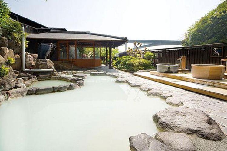 Yuya Ebisu / Bath House adalah pemandian air panas sederhana dan pemandian air panas dengan warna air putih susu