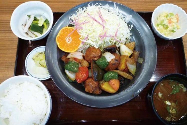 Chouzame (Sturgeon) Set (1.000 yen) merupakan set menu yang memberikan Anda rasa umami dari bakso ikan sturgeon dengan cuka.