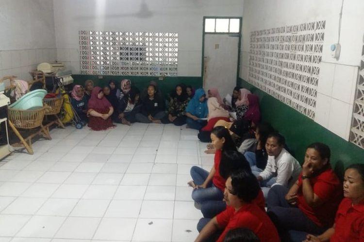 Kementerian Ketenagakerjaan (Kemnaker) mendapati pekerja migran Indonesia ilegal saat inspeksi mendadak (sidak) di Perusahaan Penempatan Pekerja Migran Indonesia (P3MI) PT. ASR, di Jalan Batu Sari II No. 74 Condet, Jakarta Timur pada Selasa (30/4) .
