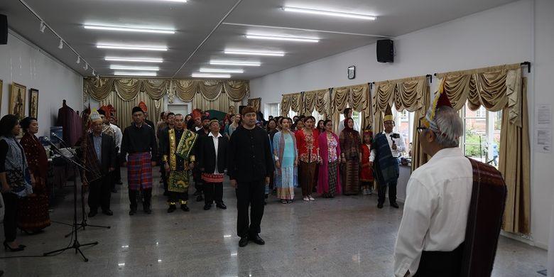 Suasana upacara peringatan Hari Lahir Pancasila di KBRI Kopenhagen yang diikuti warga negara Indonesia yang tinggal di Denmark, pada Minggu (1/6/2019).