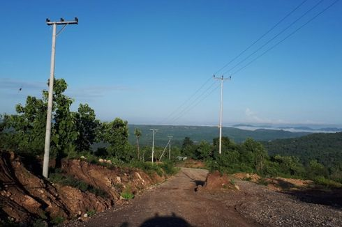 Klarifikasi PLN Soal Tiang Listrik Hambat Pengaspalan Jalan Sabuk Merah Perbatasan RI-Timor Leste