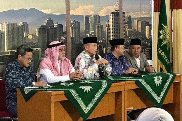 Duta Besar Arab Saudi untuk Indonesia, Osama bin Mohammed Abdullah Al Shuaibi (kedua dari kiri), di Kantor PP Muhammadiyah, Jakarta Pusat, Selasa (13/11/2018).