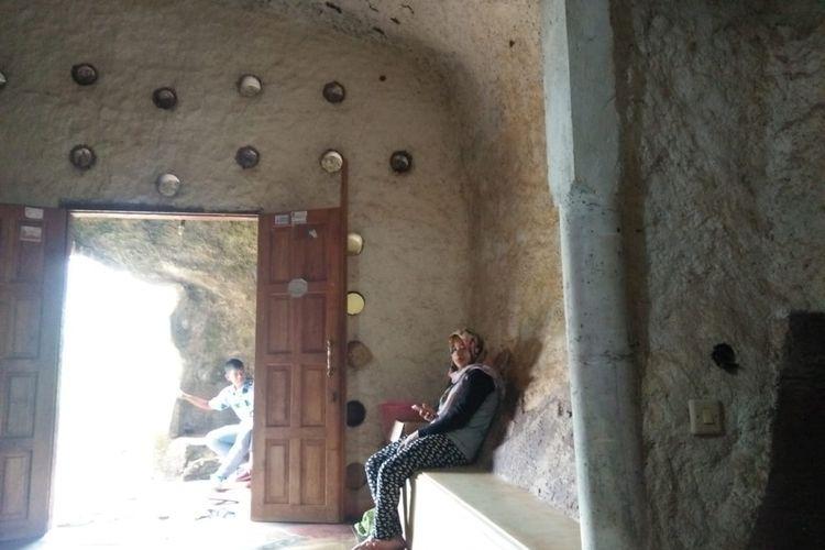 Ruang tamu rumah batu di Wonogiri