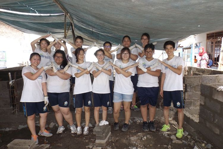 Siswa-siswi SWA saat sedang mengikuti salah satu program CAS, Habitat for Humanity.