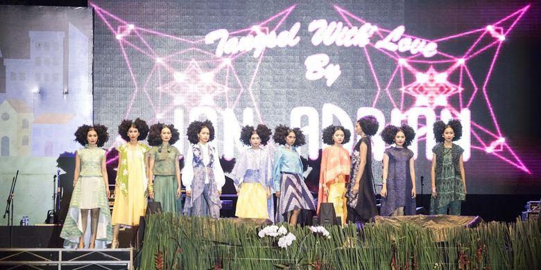 Fashion show yang menampilkan batik Tangsel.