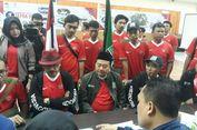 Berseragam Timnas Sepakbola, PKB Jabar Daftarkan 120 Bacalegnya ke KPU