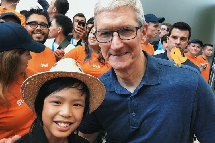 Yuma Soerianto, programmer cilik keturunan Indonesia yang berfoto dengan CEO Apple, Tim Cook di ajang WWDC 2018.
