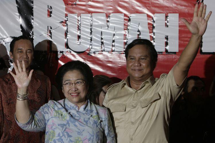 Deklarasi capres dan cawapres Megawati Soekarnoputri dan Prabowo Subianto berlangsung di kediaman Megawati Soekarnoputri di Jalan Teuku Umar, Jakarta, Jumat (15/5/2009) malam.