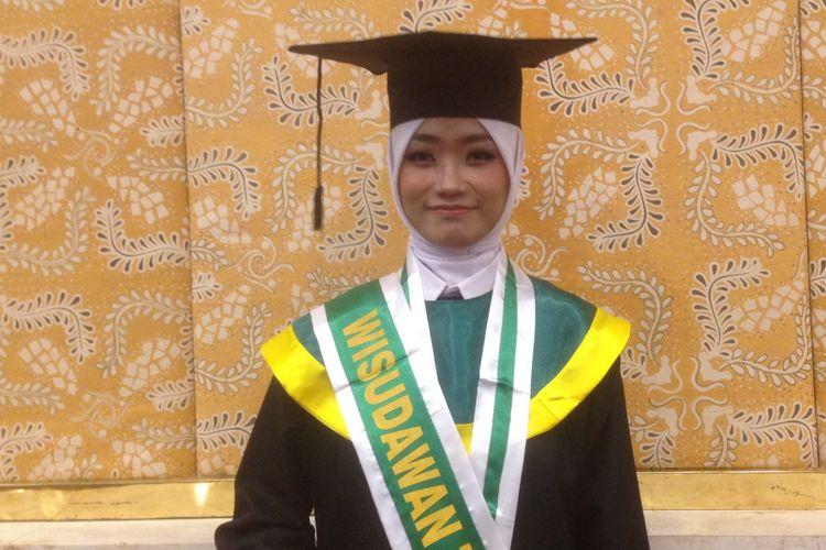 Rima Dwi Nora Diah (20) saat ditemui seusai wisuda di Politeknik Maritim Negeri Indonesia, Sabtu (27/10/2018).