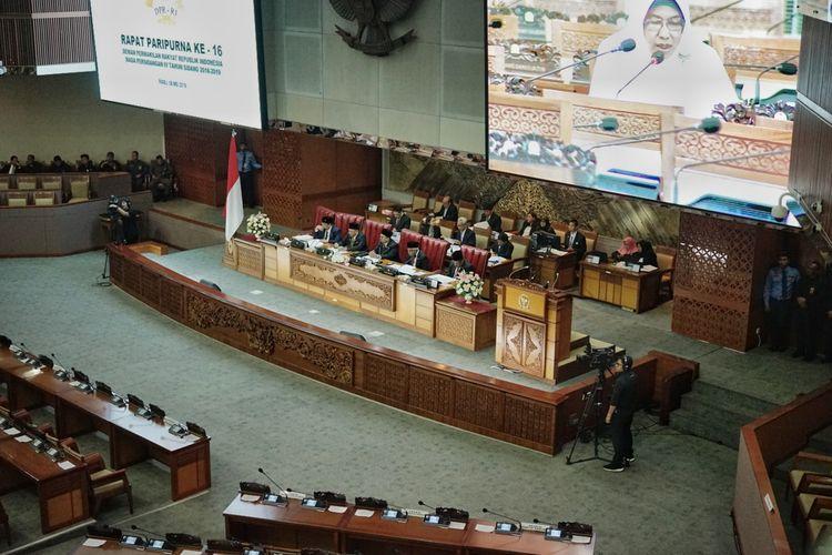 Rapat Paripurna ke-16 Masa Persidangan IV DPR, di Kompleks Parlemen, Senayan, Jakarta, Rabu (8/6/2019).