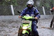 """Cara """"Cari Aman"""" Naik Motor di Musim Hujan"""
