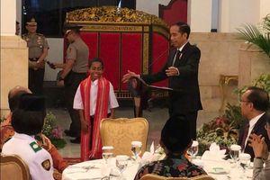 Penasaran dengan Cerita Panjat Tiang Bendera, Ini Tanya Jawab Jokowi dengan Joni