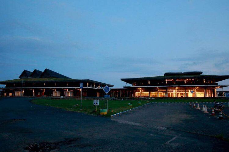 Bandara Blimbingsari Banyuwangi bakal makin sibuk dengan adanya 12 jadwal penerbangan setiap harinya. Menggeliatnya bisnis pariwisata di Banyuwangi mendorong berbagai maskapai penerbangan membuka direct flight Jakarta-Banyuwangi.
