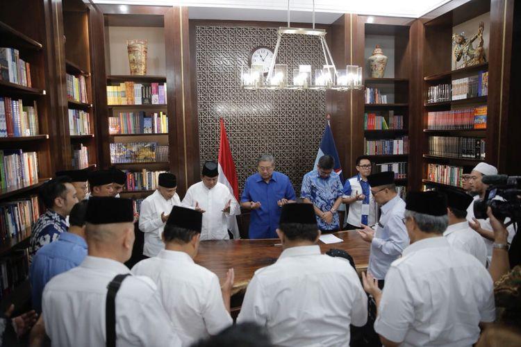 Suasana pertemuan antara elite parpol pengusung pasangan Prabowo Subianto-Sandiaga Uno di kediaman Ketua Umum Partai Demokrat Susilo Bambang Yudhoyono, Jakarta, Jumat (10/8/2018).