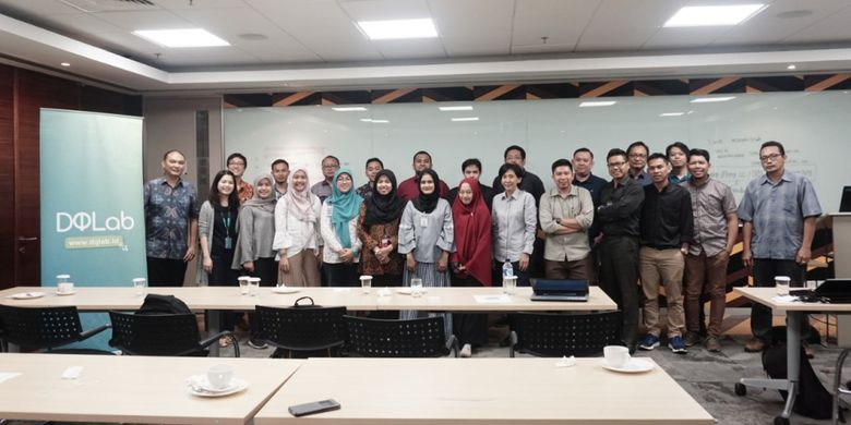 Meet Up ke dua DQlab ke Microsoft Indonesia menjabarkan proses serta pemanfaatan machine learning di berbagai industri lewat Data Science Enablement Program (14/11/2018).