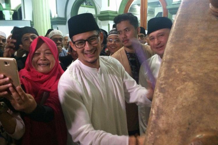 Wakil Gubernur DKI Jakarta Sandiaga Uno menyambangi Masjid At-Taqwa Jalan Pisangan Baru Timur, Matraman, Jakarta Timur, Kamis (14/6/2018).