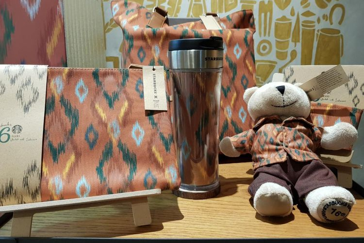 Merchandise eksklusif Starbucks x IKAT Indonesia by Didiet Maulana