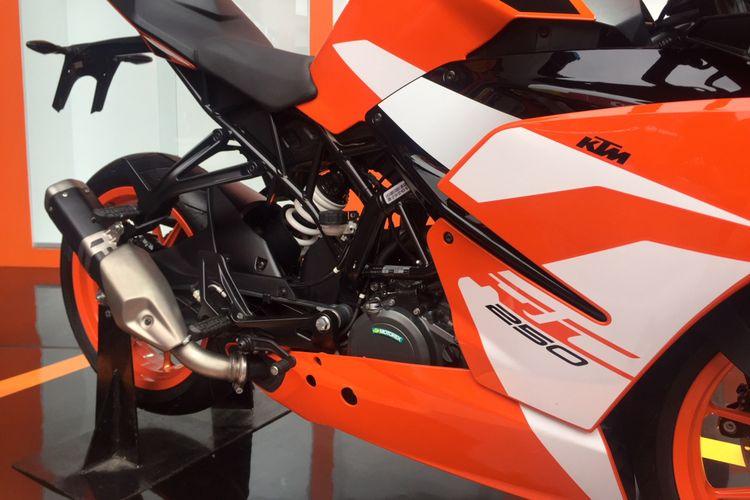 KTM RC 250 dengan Knalpot Samping