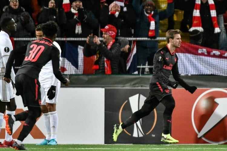 Nacho Monreal merayakan gol pertama Arsenal ke gawang Oestersunds FK pada laga pertama babak 32 besar Liga Europa, Kamis (15/2/2018).