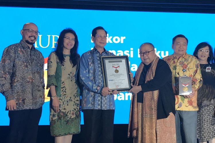 BCA Bagikan 40.000 Buku ke 111 Sekolah di Indonesia