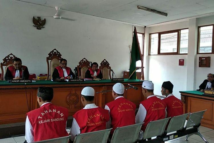 Para terdakwa penganiaya suporter Persija Jakarta Haringga Sirla, sedang menjalani sidang tuntutan di Pengadilan Negeri Bandung.