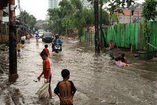 Banyak Warga Tinggal di Bantaran, Pemprov DKI Hanya Bisa Mengeruk Kali untuk Antisipasi Banjir