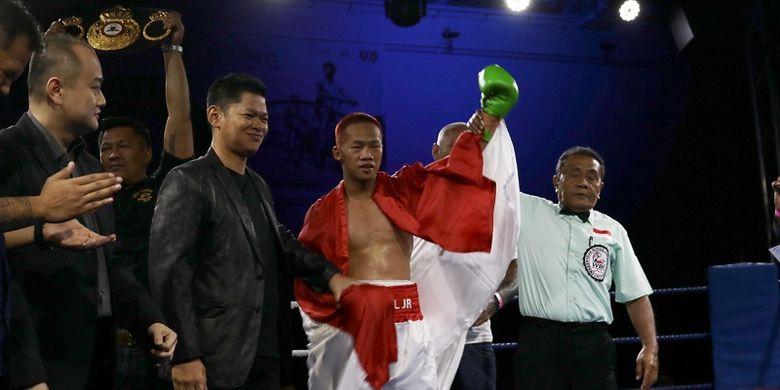 Petinju Indonesia, Daud Yordan, berhasil memenangi pertandingan non-gelar melawan Campee Phayom (Thailand), di OCBC Arena, Singapura, Sabtu (25/3/2017) malam.