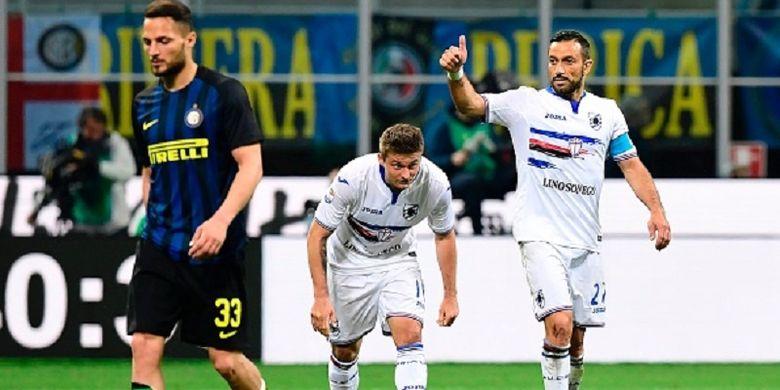 Penyerang Sampdoria, Fabio Quagliarella, merayakan gol kemenangan timnya atas Inter Milan pada pertandingan Serie A di Stadion Giuseppe Meazza, Senin (3/4/2017).