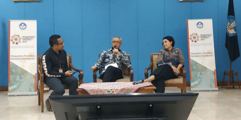 Staf Ahli Bidang Inovasi dan Daya Saing Kemendikbud, Ananto Kusuma Seta dalam acara konferensi pers jelang Rembuk Nasional Pendidikan dan Kebudayaan, Jumat (08/02/2019) di Gedung Kemendikbud, Jakarta.