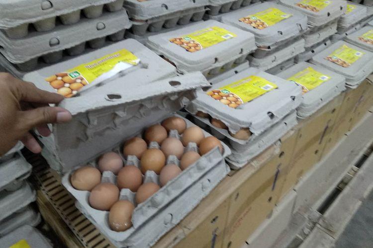 Telur ayam di Jakgrosir Kramat Jati, Selasa (20/3/2018)
