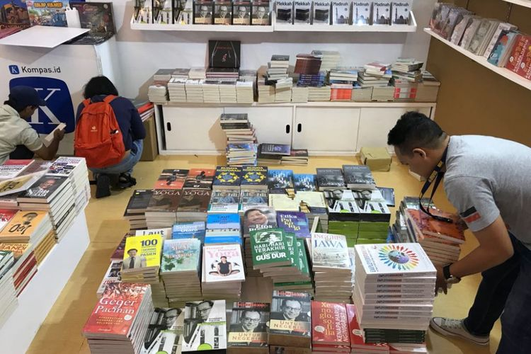 Suasana Indonesia International Book Fair 2018 yang digelar oleh Ikatan Penebit Indonesia (Ikapi) di Jakarta Convention Center, Rabu (12/9/2018).