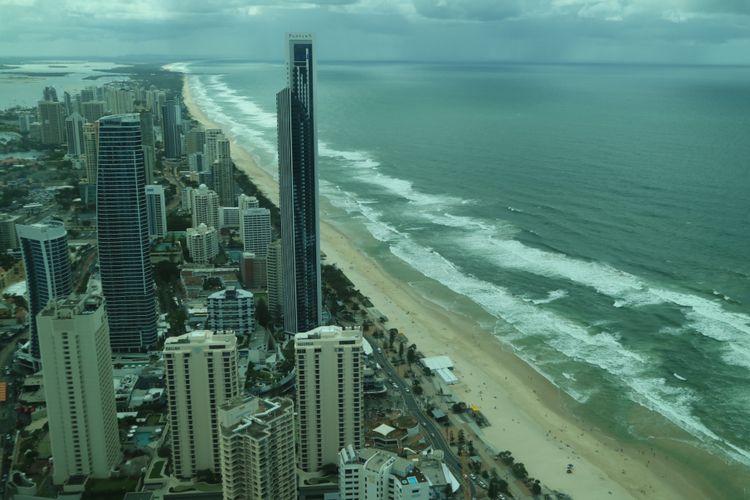 Gedung tinggi yang menghadap langsung ke Samudra Pasifik di Gold Coast.