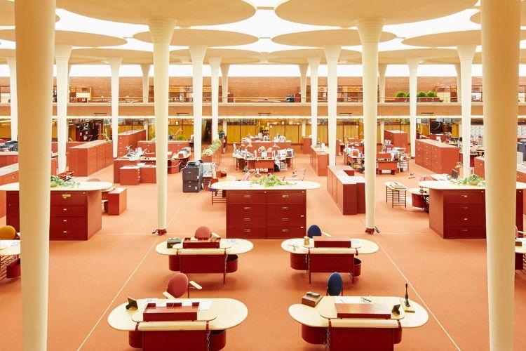 Konsep ruang kantor terbuka rancangan arsitek Frank Lloyd Wright
