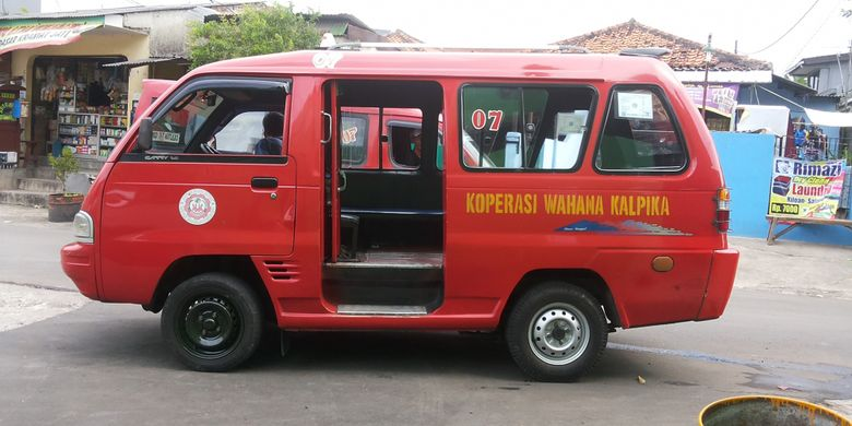 Angkot KWK trayek Cililitan-Condet (M07). Angkot KWK M07 merupakan salah satu trayek angkot yang akan terintegrasi dengan layanan bus transjakarta.