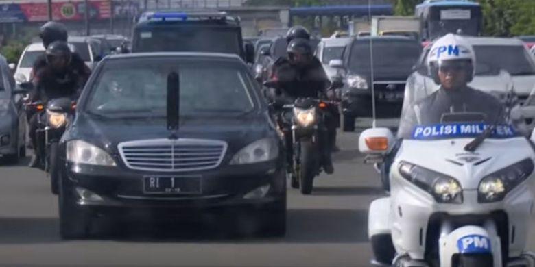 Rombongan Presiden dengan pengawalan Paspamres di jalanan ibukota