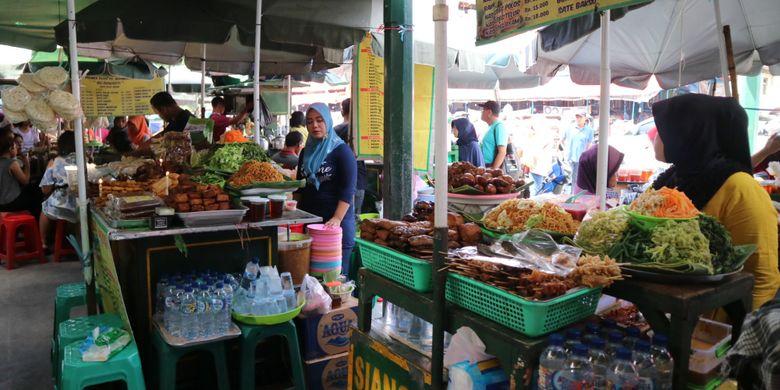 Pecel tradisional di Pasar Bringharjo, Yogyakarta.
