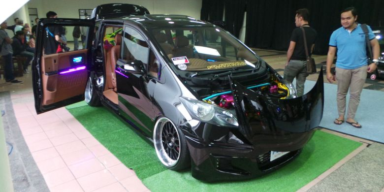 MPV Honda Freed Juara King of Black Blackauto Battle 2017