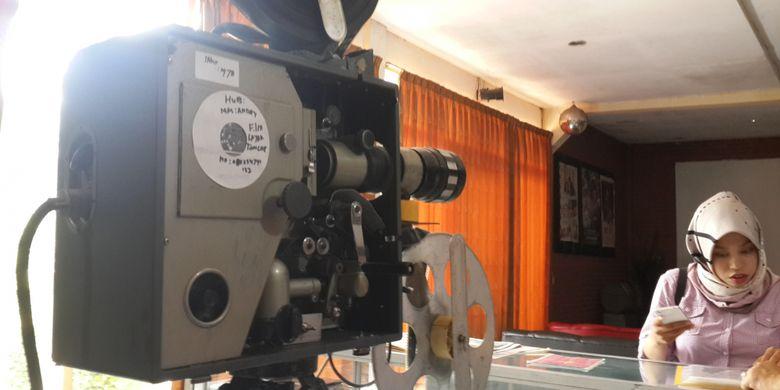 Sejumlah proyektor layar tancap yang ada di Indonesian Old Cinema Museum di Kota Malang, Jawa Timur, Rabu (14/2/2018).