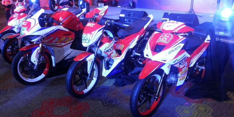 Deretan motor balap yang akan digunakan Astra Racing Team formasi 2018 saat diperkenalkan di Jakarta, Selasa (13/3/2018). Motor-motor ini yang akan digunakan ART dalam berbagai kancah balap nasional pada tahun 2018.
