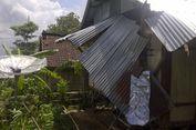 Angin Kencang Landa Bima, Warga Mengungsi di Kolong Rumah Tetangga