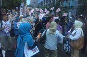 Di Luar Area Debat, Pendukung Jokowi dan Prabowo Berbalas Yel-yel