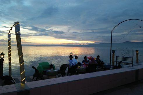 Menikmati Senja di Pantai Seruni Ditemani Kuliner Khas Sulsel